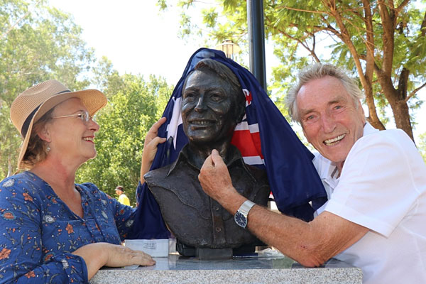 Frank Ifield with sculptor Kate French